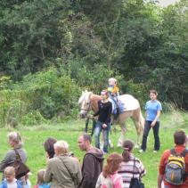 děti na zámecké zahradě na koních Lucky Drásov jpg (2)
